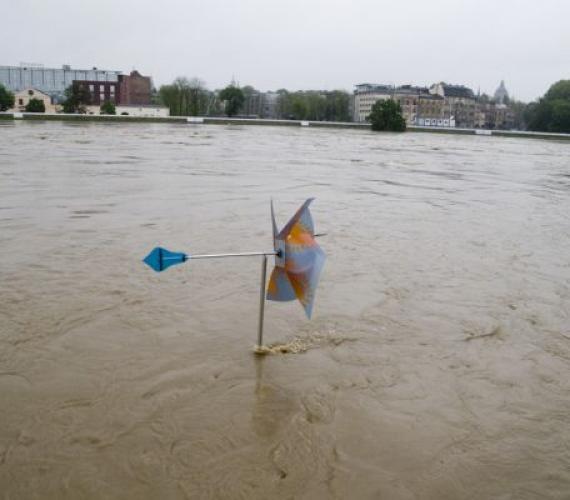 Wisła w Krakowie podczas powodzi w maju 2010 r. Fot. inzynieria.com