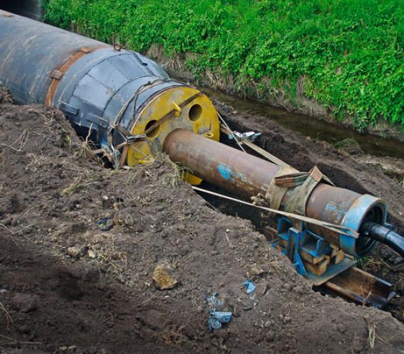 Fot. 1.  |Wbijanie rury ?1800 maszyną  GrundoRAM Goliath