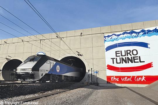 Pociągi pod kanałem La Manche kursują już bez przeszkód