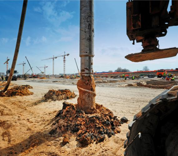 Metody wzmacniania podłoża gruntowego w posadowieniu fundamentów i posadzek hal przemysłowych