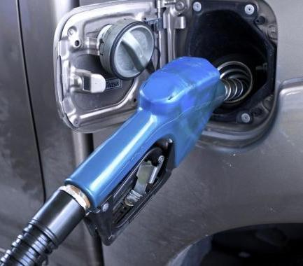 Prace nad ustawą o nowej opłacie paliwowej będą kontynuowane