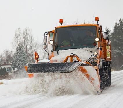 Czy zima zaskoczy nas na drogach? Ile czasu mają drogowcy na uprzątnięcie dróg?