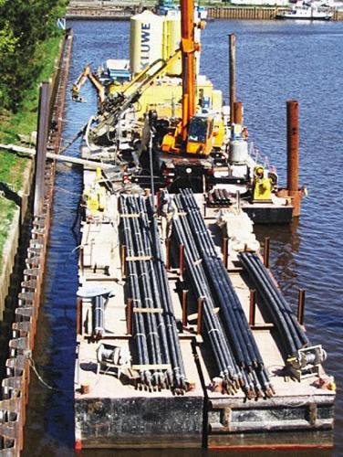Fot. 1. Zastosowanie kotew gruntowych na kanale Oldenburg/ Niemcy