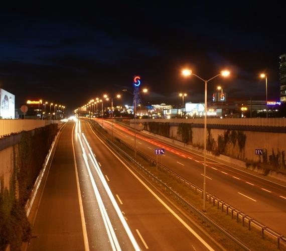 DTŚ nocą, widok w kierunku Chorzowa na wysokości CC Silesia. Fot. Mirosław Staszyk/z archiwum DTŚ SA
