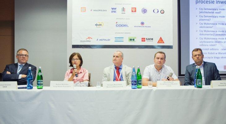 """Panel dyskusyjny """"Odbiór robót budowlanych oraz kary umowne"""" /Fot. Quality Studio dla www.inzynieria.com"""