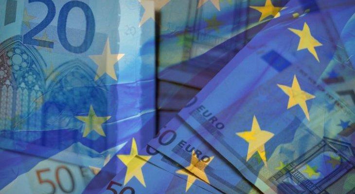 Negocjacje budżetowe w UE. Fot. Savvapanf Photo/Shutterstock