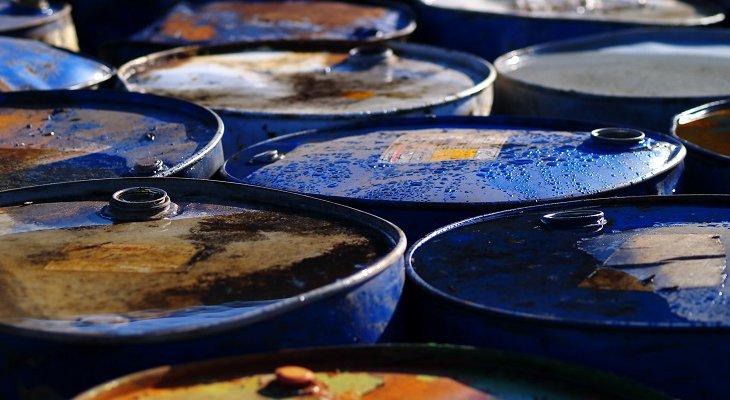 Ropa WTI z USA trafi do rafinerii w Litvinowie (Czechy) i Możejkach (Litwa). Fot. AS_Magus / Adobe Stock