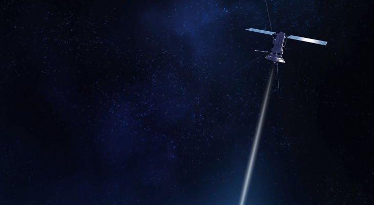 Satelita w kosmosie. Źródło: Johan Swanepoel/Shutterstock