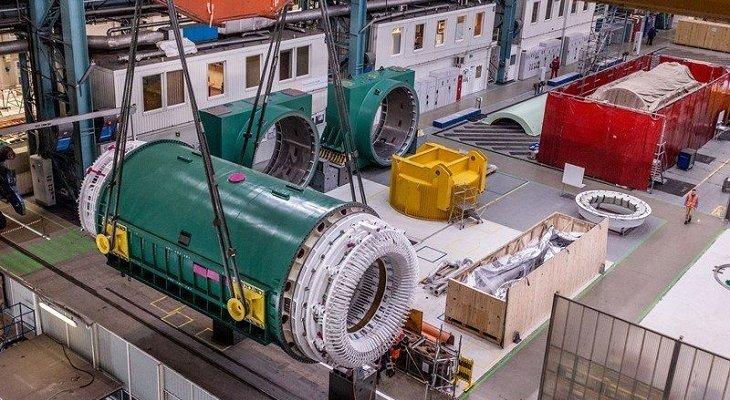 Ważący ponad 400 ton stojan generatora energii dla elektrowni jądrowej w Darlington. Fot. GE, źródło: UM Wrocław