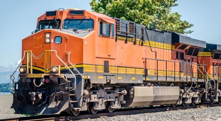W przyszłości lokomotywy z wodorowym ogniwem paliwowym mogą zastąpić spalinowe. Fot. Adobe Stock / alpegor