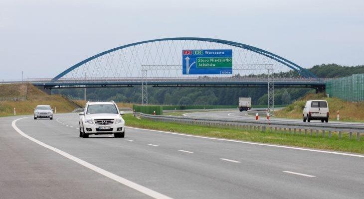 Stopniowo powstaje autostrada A2 na wschód od Warszawy. Fot. GDDKiA