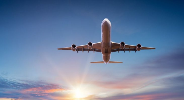 Możemy odmówić wyjazdu służbowego, jeśli dotyczy on kraju, w którym panuje koronawirus. Fot. Lukas Gojda/Adobe Stock