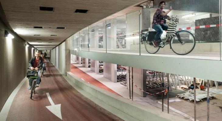 Największy na świecie parking podziemny dla rowerów. Utrecht/Holandia. Fot. cu2030.nl