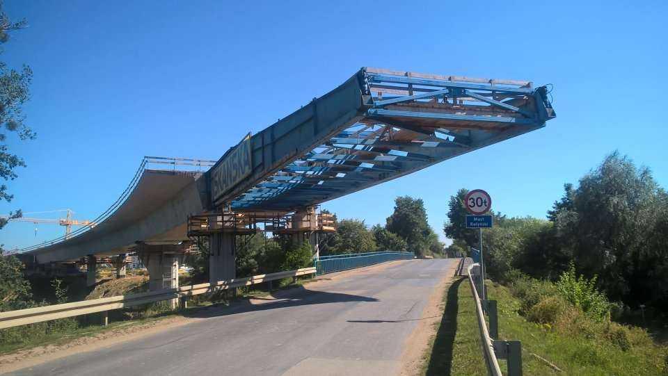 Powstaje niezwykły most nasuwany