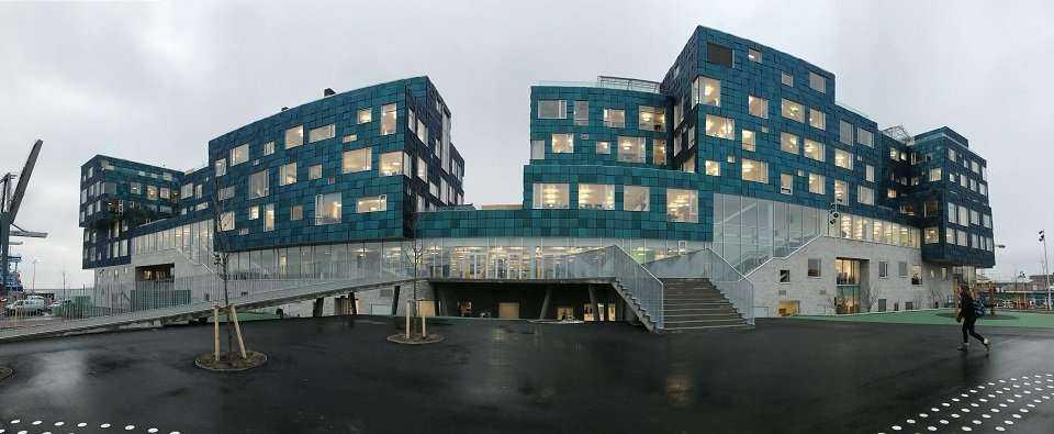 Dania: Całą fasadę utworzono z paneli fotowoltaicznych [galeria]
