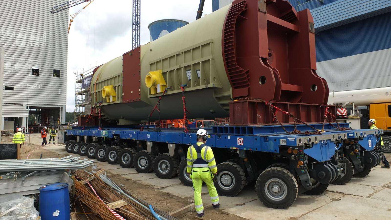 Transport generatora prądu do Elektrowni Opole