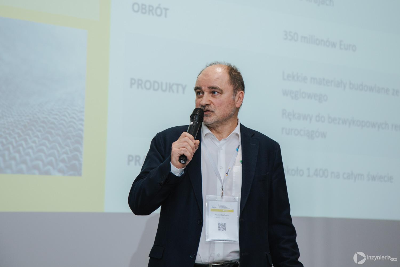 """Roland Szafraniec, SAERTEX multiCom GmbH. IV Konferencja """"Renowacja Wykładzinami (Rękawami) Utwardzanymi na Miejscu"""". Fot. Quality Studio dla www.inzynieria.com"""
