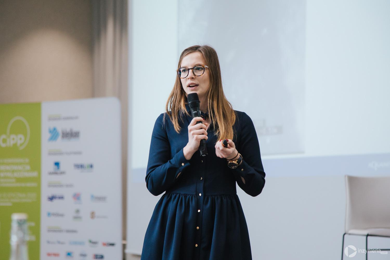 """Anna Danek, Aquanet SA. IV Konferencja """"Renowacja Wykładzinami (Rękawami) Utwardzanymi na Miejscu"""". Fot. Quality Studio dla www.inzynieria.com"""