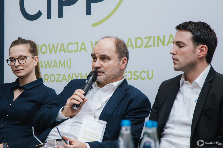"""Panel dyskusyjny w trakcie IV Konferencji """"Renowacja Wykładzinami (Rękawami) Utwardzanymi na Miejscu"""". Fot. Quality Studio dla www.inzynieria.com"""