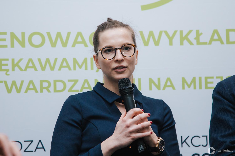 """Anna Danek, Aquanet SA. Panel dyskusyjny w trakcie IV Konferencji """"Renowacja Wykładzinami (Rękawami) Utwardzanymi na Miejscu"""". Fot. Quality Studio dla www.inzynieria.com"""