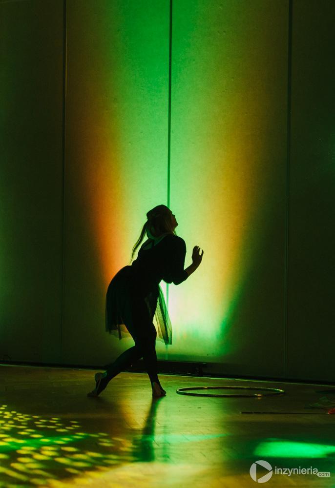 """Występ zespołu akrobatycznego Everest Production podczas bankietu w trakcie IV Konferencji """"Renowacja Wykładzinami (Rękawami) Utwardzanymi na Miejscu"""". Fot. Quality Studio dla www.inzynieria.com"""