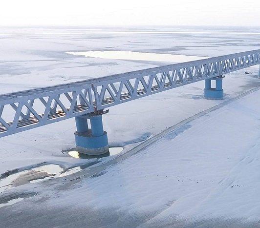 Budowa blisko 5-kilometrowego mostu w Indiach na ukończeniu