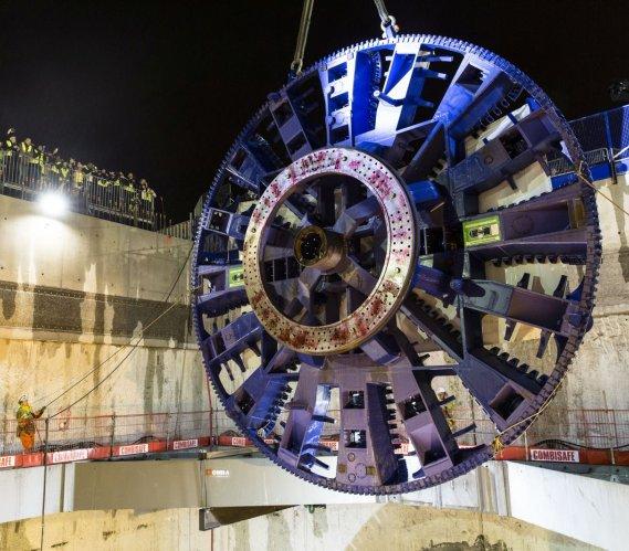 Montaż maszyny TBM na budowie francuskiej kolei podziemnej