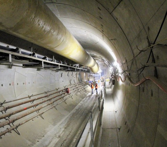Tak wygląda pierwsze 500 m północnego tunelu zachodniego odcinka II linii metra