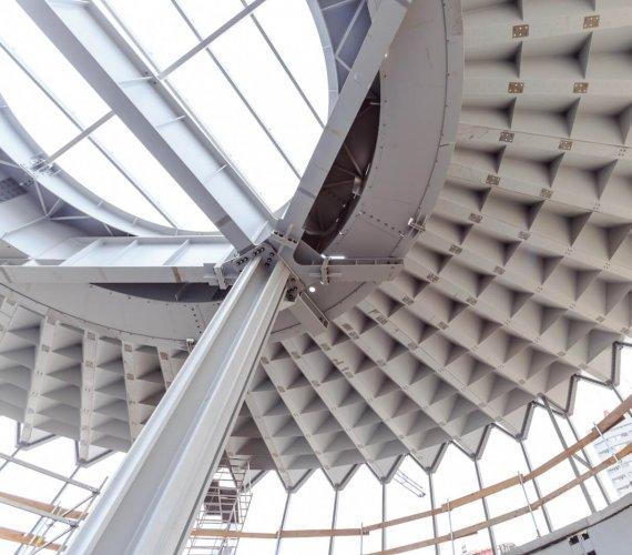 Jak montowano stalową konstrukcję warszawskiej Rotundy?
