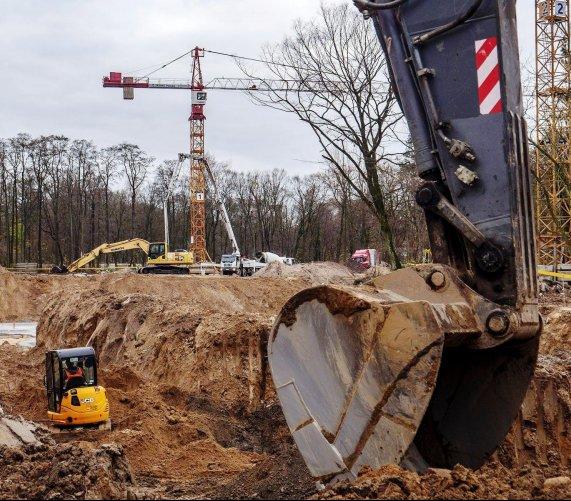 100 osób, trzy olbrzymie dźwigi – budowa Orientarium w Łodzi