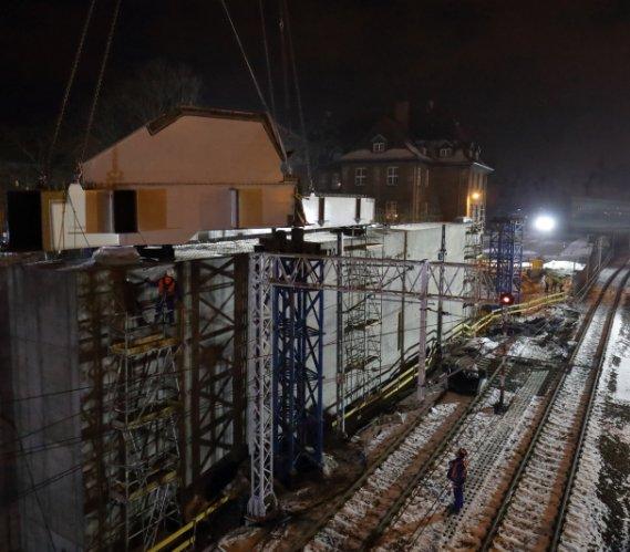 Konstrukcja wiaduktu Biskupia Górka: trwa montaż