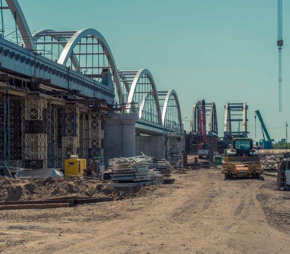 Rail Baltica: budowa drugiej nitki mostu przez Bug