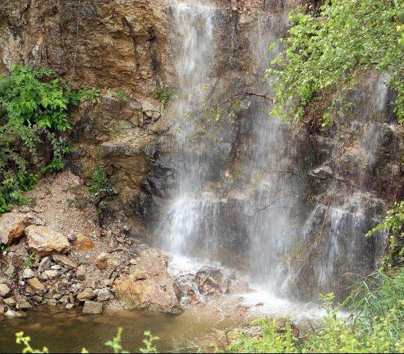 W Kielcach – jak w górach: wybudowano wodospad