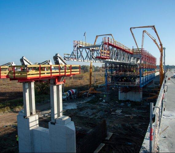 Tak powstaje najdłuższy most w Warszawie