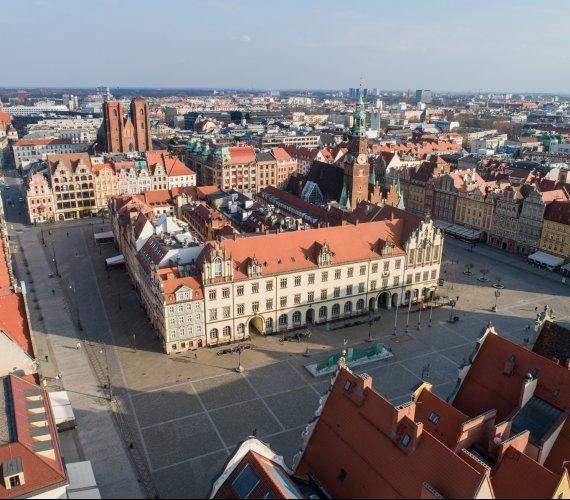 Wrocław w czasie epidemii - puste miasto w godzinach szczytu