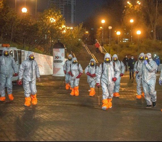 Koronawirus: dezynfekcja ulic w Warszawie