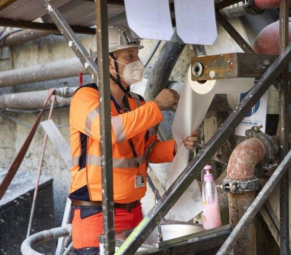 Budowa paryskiego metra w rygorze sanitarnym
