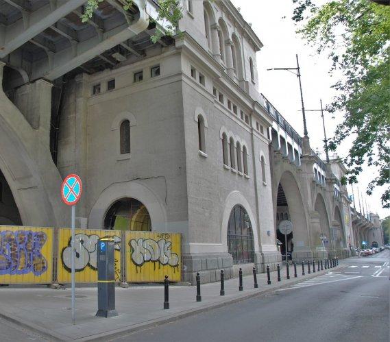 Warszawa: budowa wind na moście Poniatowskiego