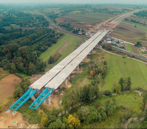 Budowa drogi S7 z estakadą. Niezwykłe zdjęcia