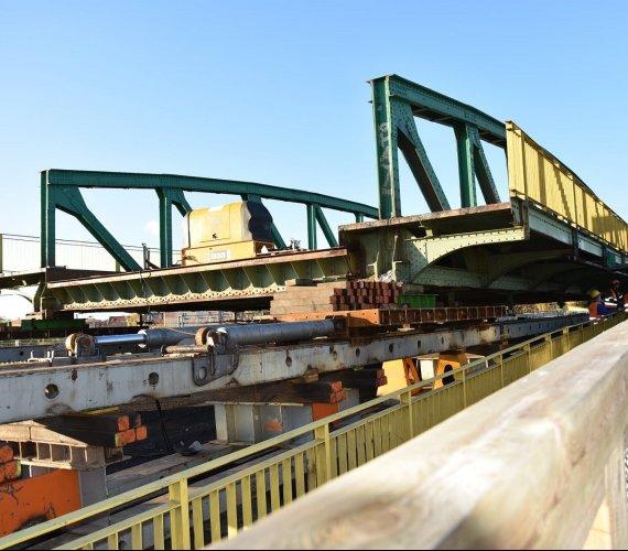 Remont wiaduktu w Gnieźnie. Zakończono przesuwanie obiektu