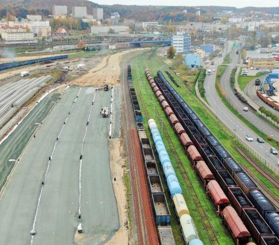 Nowe tory na stacji Gdynia Port. Jak wyglądają prace torowe?
