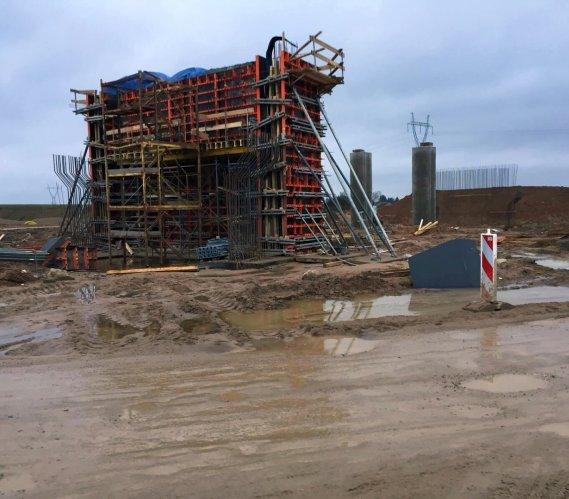 Roboty mostowe na budowie odcinka trasy Via Baltica