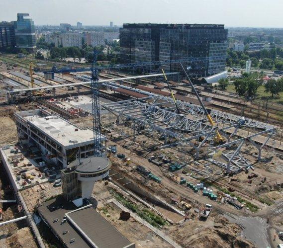 Warszawa Zachodnia: 500 pracowników i 150 maszyn na placu budowy