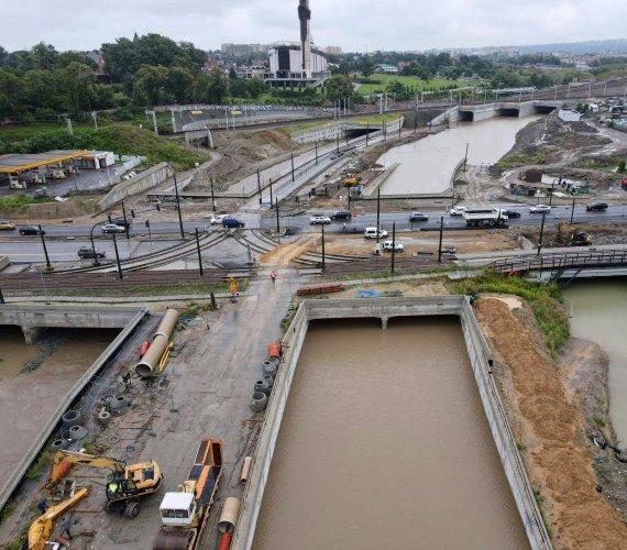 Kraków: zalało plac budowy Trasy Łagiewnickiej