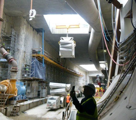 Tunel w Świnoujściu: Wyspiarka zmierza do kołyski. Ma jeszcze 200 m