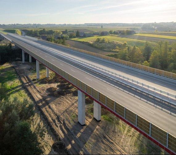 Odcinek drogi S7 z efektowną estakadą już otwarty
