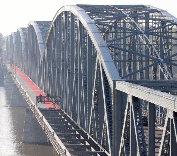 Trwa rozbudowa mostu w Toruniu. Prace dobiegają końca