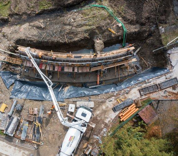 Budowa mostu nad potokiem w Rabce-Zdroju