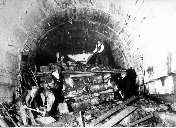 Tak kiedyś drążono tunele [ZDJĘCIA ARCHIWALNE]