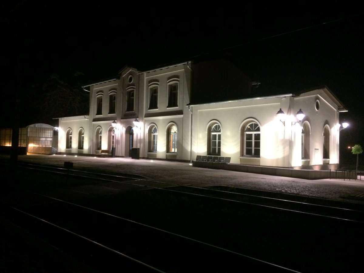 Zabytkowy dworzec PKP w Brzegu Dolnym po remoncie